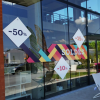 lettrage-vitrine-soldes-stickers